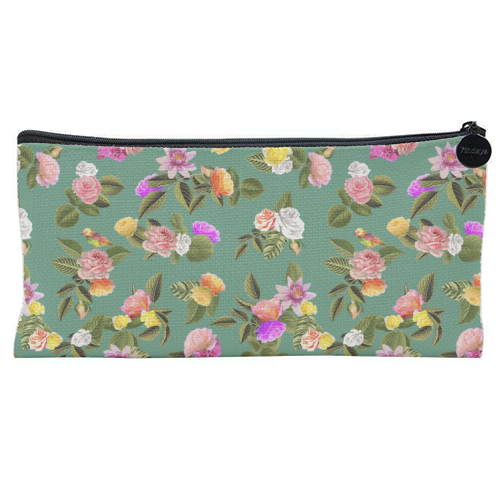 Frida Floral (Green) - unique pencil case by Desirée Feldmann