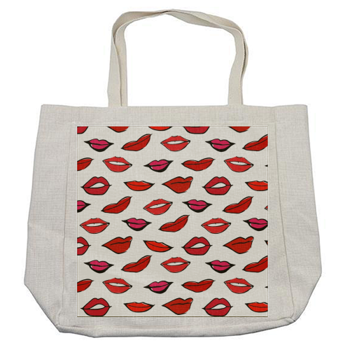 Red & Pink Lippy Pattern 2021 - cool beach bag by Bec Broomhall