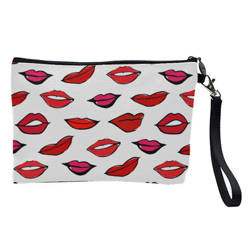 Red & Pink Lippy Pattern 2021 - pretty makeup bag by Bec Broomhall